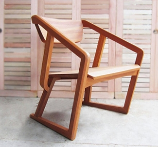 FIRST_LOUNGE_CHAIR